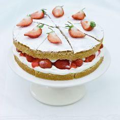 A picture of Delia's Strawberries and Cream Sponge Cake recipe