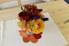simple fall flower arrangement + paint swatch circles