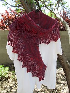 Ravelry: Vintage Bordeaux pattern by Claudia Donnelly Designs (fingering weight)