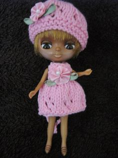 Teeny tiny outfit for Petite Blythe doll.  Very fiddly to knit :o)