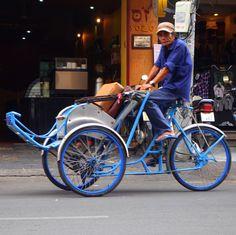 N°56 BIKES MOPEDS VÉLOS MOBYLETTES CYCLO-POUSSE VIETNAM Bicyclettes Bicycle  Motorbikes Scooters, Moto-Taxi, Taxi-Honda, Honda Yamaha Vespa Mobs Vietnamiens Vietnamiennes, Vietnamese People, Urban City traffic, Trafic Urbain, Tuck Tuck,  Rickshaw Vélomote