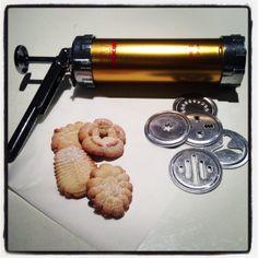 Ampia biscuit press