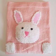 Bu şirin battaniyemizde sahibi ile buluştu.Yumuşacık pofidik bir battaniye oldu.   Ördüklerim beğenilince ve geri dönüşleri güzel oldukç...