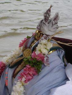 Nammalwar-alwai-thirthavari-srI: srImathE satakOpAya nama: srImathE rAmAnujAya nama: srImadh varavaramunayE nama: