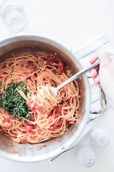 The easiest, 15-minute spaghetti recipe! Spaghetti with Tomato and Fresh Ginger is an exciting twist on your usual spaghetti with tomato sauce recipe, and it's inspired by Viana La Place's vintage recipe from the cookbook Unplugged! http://cooksplusbooks.com/2016/11/08/you-look-like-you-could-use-a-cocktail-carbs/