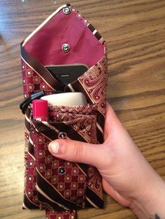 I can put my Chapstick, camera, and my phone (in the back pocket) in my pouch! And any debit cards and cash as well!How to Make a Three Pocket Pouch Out of a Men's Tie Old Neck Ties, Old Ties, Fabric Crafts, Sewing Crafts, Necktie Quilt, Diy Necktie Purse, Sewing Projects For Beginners, Sewing Hacks, Sewing Patterns