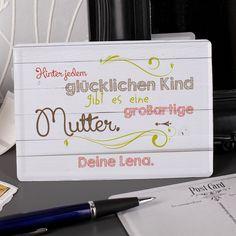 Nostalgische Blech- Postkarte zum Muttertag. Hinter jedem glücklichen Kind gibt es eine großartige Mutter. Dem ist eigentlich nichts hinzuzufügen, außer vielleicht, dass Sie diesen wunderschönen Text mit der nostalgischen Blechpostkarte an Ihre Mama als Geschenk versenden können.