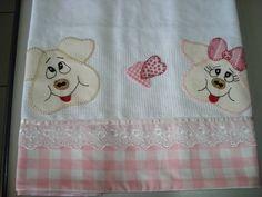 Guardanapo com aplicação em patchwork (50x70cm)  As cores podem variar conforme a disponibilidade dos tecidos