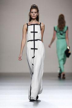 Tendencias-Moda-Madrid-Fashion-Week-primavera-verano-2014-vestido-blanco-negro-miguel-palacio
