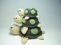 Crocheted Baby Turtle Stuffed Animal Toy Small por NicolesCritters