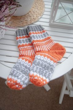 Beautiful photo - look at our brief article for lots more creative concepts! Crochet Socks, Knitting Socks, Knit Crochet, Yarn Projects, Knitting Projects, Knitting Charts, Knitting Patterns, Knitting Ideas, Cheap Yarn