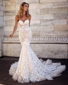 Wedding Dresses For Petite Women, Dress For Petite Women, Dream Wedding Dresses, Modest Wedding, Form Fitting Wedding Dresses, Strapless Wedding Dresses, Most Beautiful Wedding Dresses, Elegant Wedding, Baby Pink Dresses