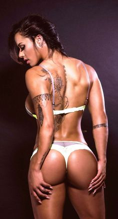 AMAZING MUSCULAR LATINA BUTT of sexy tattooed #Fitness model : Health, Exercise & #Fitspiration - the best #Inspirational & #Motivational Pins by: http://cagecult.com/mma