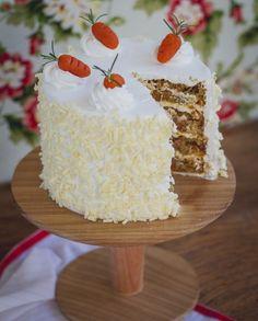 Quase+um+bolo+tropical,+a+minha+versão+de+Carrot+Cake+é+perfumada+e+rende+uma+mistura+tutti-frutti+deliciosa+no+paladar!+É+um+bolo+leve,+extremamente+úmido+e+fica+delicioso+geladinho!!!+