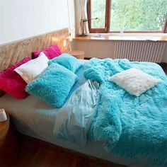 Fur Bedding, Fluffy Bedding, Fur Bed Throw, Bed Throws, Blue Bedding Sets, Bohemian House, Princess Style, Dream Rooms, Cleaning Hacks