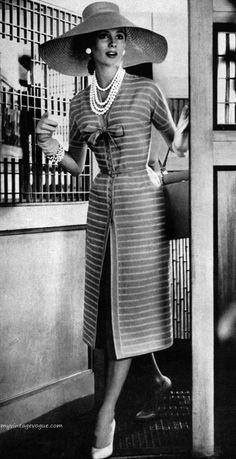 Suzy parker, women's vintage fashion photography photo image old hollywood Retro Mode, Vintage Mode, Look Vintage, Vintage Hats, Vestidos Vintage, Vintage Dresses, Vintage Outfits, 1950s Dresses, Vintage Clothing