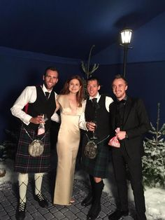 All the Magical Harry Potter Reunions You May Have Missed Matthew Lewis, Bonnie Wright, And Tom Felton Over the Holidays Estilo Harry Potter, Harry Potter Tumblr, Harry Potter Pictures, Harry Potter Universal, Harry Potter Fandom, Harry Potter Characters, Harry Potter Full Cast, Tom Felton, Draco Malfoy