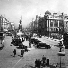 O'Connell Bridge View of busy O'Connell Bridge showing trams, horse-drawn carts and pedestrians as well as motor cars parked in the central medium of the bridge. © Courtesy of Irish Architectural Archive Vintage Photographs, Vintage Photos, Vintage Cars, Old Pictures, Old Photos, Photo Engraving, Ireland Homes, Dublin City, Dublin Ireland