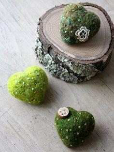Lil Fish Designs - moss hearts How! Textile Jewelry, Textile Art, Wool Art, Gift Of Time, Felt Food, Felt Hearts, Crafty Craft, Needle Felting, Fiber Art