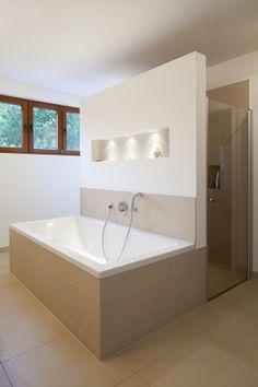 Anbau F. - neues, großzügiges Masterbad mit bodengleicher Dusche - stkn architekten