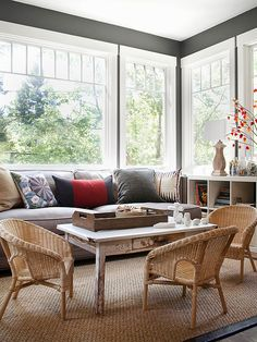 Best Tips For A Perfect Coffee Table Styling To Living Room 40 – Home Design Living Room Decor Country, My Living Room, Living Room Interior, Living Area, Sunroom Decorating, Decorating Ideas, Sunroom Ideas, Decor Ideas, Room Organization