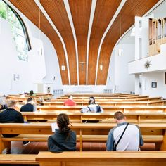 Image 5 of 7 from gallery of AD Classics: Heilig Geist Kirche / Alvar Aalto. Photograph by Samuel Ludwig Sacred Architecture, Scandinavian Architecture, Religious Architecture, Church Architecture, Interior Architecture, Alvar Aalto, Eero Saarinen, Jacques Herzog, Architecture Classique