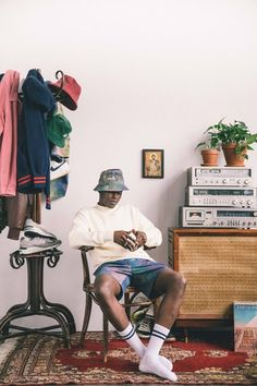 """ Get a first look at Aime Leon Dore's Spring / Summer 2018 Collection appearing to…"" Mode Streetwear, Streetwear Fashion, Photography Poses For Men, Fashion Photography, Outfits With Hats, Casual Outfits, Aime Leon Dore, Men Photoshoot, Summer Sweaters"