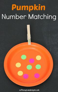 This Pumpkin Number Matching Busy Bag is a great way to kids to learn during quiet time or on the go!
