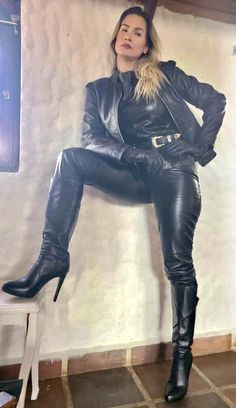 Long Leather Coat, Black Leather Gloves, Leather Pants, Leather Catsuit, Leather Dresses, Leather Fashion, Look Fashion, Sexy Outfits, Pants For Women