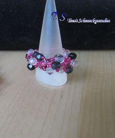 Ring aus Glasschliffperlen, Magatamas und Rocailles in den Farben pink, montana…