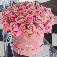 rose, flowers, and pink image Flower Box Gift, Flower Boxes, Bouquet Box, Raindrops And Roses, Luxury Flowers, Floral Foam, Color Rosa, Christmas Wedding, Floral Arrangements
