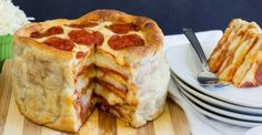 """<3 How to make a triple layer pepperoni pizza """"cake""""."""