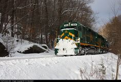 RailPictures.Net Photo: GMRC 304 Green Mountain Railroad EMD GP40-2 at Cavendish Gulf, Vermont by Tim Stockwell
