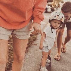 How rad is this little skater? My Brain, Skateboards, Helmet, Dads, Hipster, Instagram, Style, Swag, Hipsters