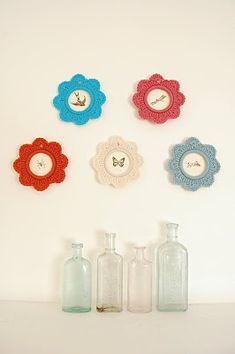 Mary Go Round crochet flower ring tutorial by Lola Nova...makes cute little picture frames! #crochet #tutorial