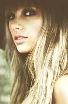 Taylor Swift makeup and hair
