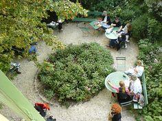 Le jardin du Musée de la Vie Romantique by Bee.girl, via Flickr
