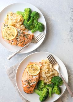 Just 5 ingredients needed for my favorite salmon recipe! Low Carb Meal, Healthy Meal Prep, Healthy Dinner Recipes, Healthy Snacks, Healthy Eating, Clean Recipes, Cooking Recipes, Plats Healthy, Think Food