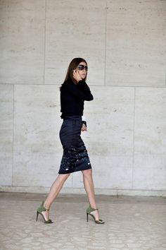 { Carine Roitfeld, via The Sartorialist } The Sartorialist, Best Street Style, Street Chic, Paris Street, Fashion Mode, Work Fashion, London Fashion, Style Fashion, Isabella Blow