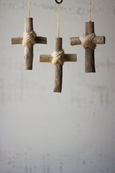 This charming little cross is made with driftwood material. Makes a great little…