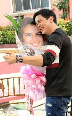 If holding a picture of her can put a smile of pure joy and glee, what more if you were actually holding her in your arms? Maine Mendoza, Alden Richards, Dimples, Pure Products, Pictures, Pure Joy, Glee, Jr, Smile