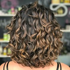 Curly Hair Styles, Haircuts For Curly Hair, Curly Hair Tips, Short Curly Hair, Medium Hair Styles, Curly Hairstyles Naturally Medium, Medium Length Curly Hairstyles, Layered Curly Hair, Hair Medium