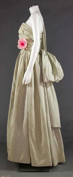 DIOR COUTURE TAFFETA BALL GOWN, EARLY-MID 1950s