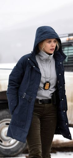 Wind River Elizabeth Olsen Coat available for gorgeous women who want to show their persona attractive