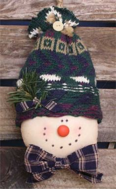 COUNTRY SNOWMAN With GREEN POLKA DOT HAT—FREE STAND
