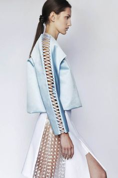 I choose this image because it shows an interesting way of decoration and closures with textiles. jamie wei huang s/s 2014 Fashion Art, High Fashion, Fashion Show, Womens Fashion, Fashion Design, Fashion Trends, Haute Couture Style, Couture Fashion, Mode Top