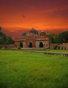 Humayun's Tomb, New Dehli, India by Laurent