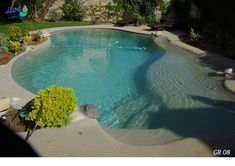 Groupe ILOE » Quelques réalisations Gumiloé Outdoor Patio Designs, Backyard Pool Designs, Swimming Pool Designs, Pool Landscaping, Beach Entry Pool, Backyard Beach, Hot Tub Backyard, Amazing Swimming Pools, Cool Pools