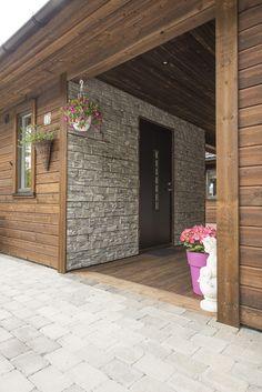 MøreRoyal kledning er tilgjengelig i flere profiler, dimensjoner og farger, og er også lekkert kombinert med andre materialer, som stein. Garage Doors, Deck, Outdoor Decor, Home Decor, Modern, Decoration Home, Room Decor, Front Porches, Home Interior Design