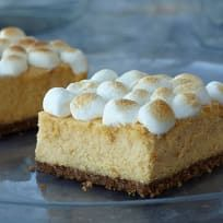 Step aside Sweet Potato pie. Give these Sweet Potato Cheesecake bars a try. Made with an easy graham cracker crust and topped with the requisite marshmallows, they are bound to be the hit of the Thanksgiving dessert table. Kraft Foods, Kraft Recipes, Köstliche Desserts, Delicious Desserts, Yummy Treats, Sweet Treats, Dessert Recipes, Yummy Food, Bar Recipes